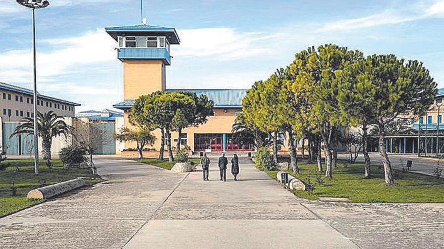 Frau umgeht Besuchsverbot im Gefängnis mit Ausweis ihrer Schwester