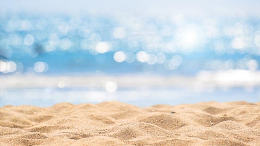 Cinco ejercicios para entrenar en la playa y mantenerse en forma