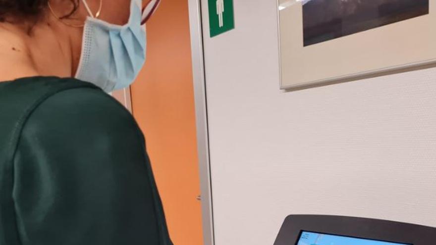 Un aparato permite a usuarios del hospital Tierra de Barros a valorar la asistencia