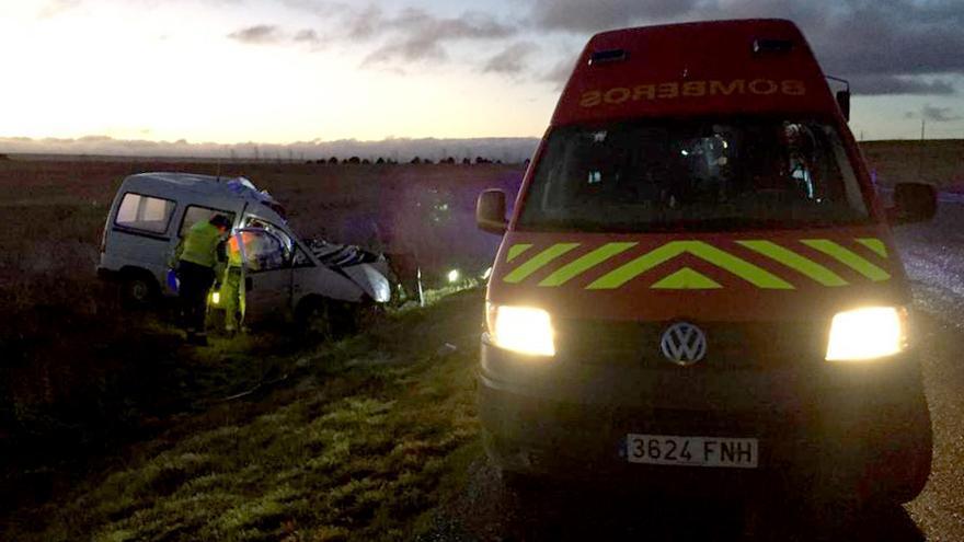 Un fallecido al colisionar su coche contra un camión en Martín Muñoz de las Posadas, Segovia