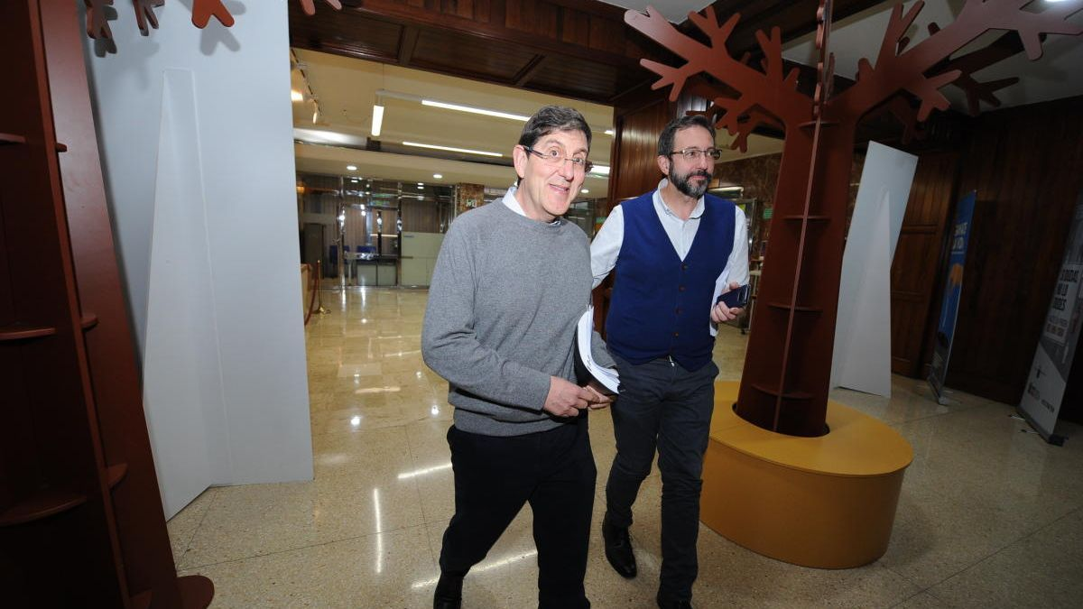 El exconsejero Villegas, con el gerente del SMS, Asensio López, durante un acto en la sede de la Consejería.