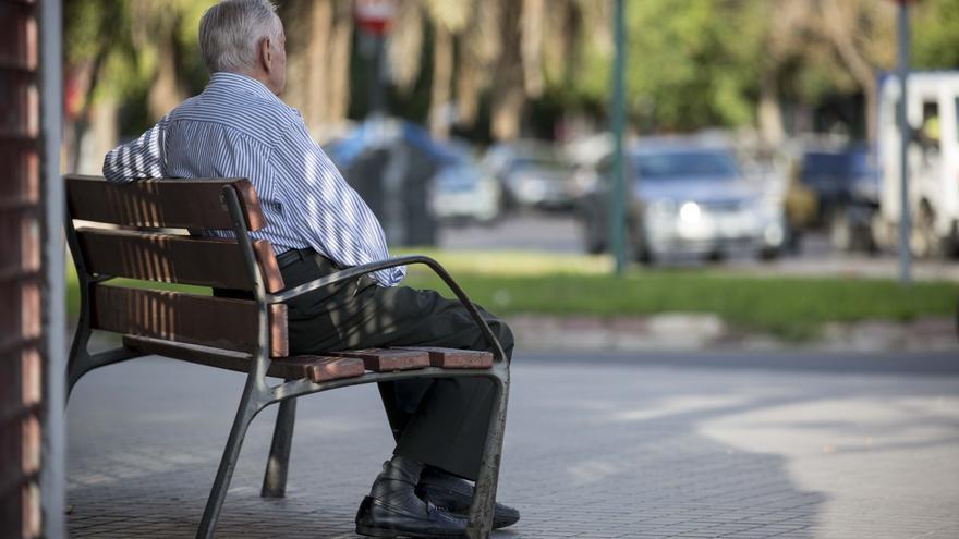 La conselleria deniega la ayuda mínima a un jubilado a pesar de cambiar la ley para que pudiera cobrarla