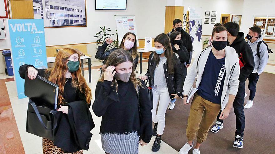 Las universidades gallegas ignoran la presión de 8.000 estudiantes y harán los exámenes presenciales