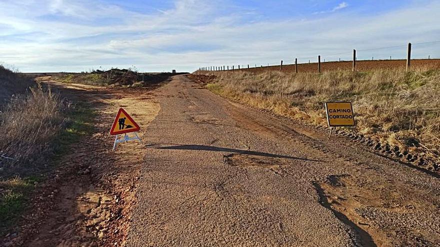 El arreglo del camino de siete kilómetros entre Pobladura del Valle y Matilla de Arzón, en marcha