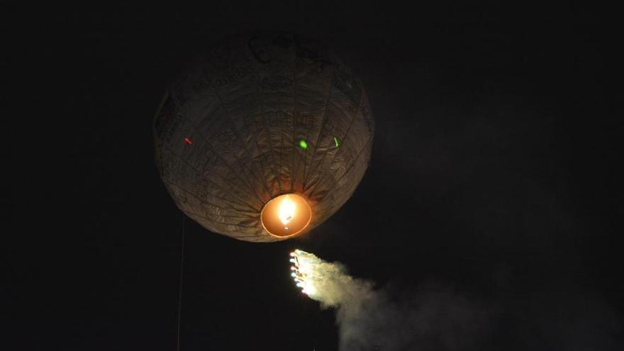 El globo de papel del San Roque cae en el entorno de A Viña, en el municipio de Irixoa