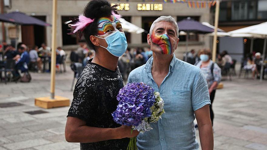 Lalín pinta de arco iris sus plazas en un Orgullo festivo
