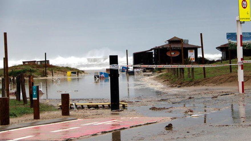El temporal  deixa baixos inundats, carreteres tallades i arbres caiguts a l'Alt Empordà
