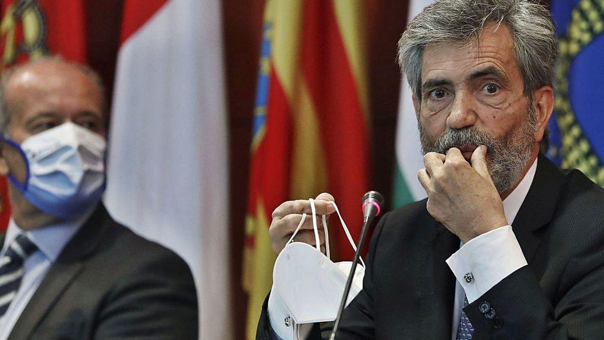 Lesmes (dcha.) y, en segundo término, el ministro de Justicia, Juan Carlos Campo.