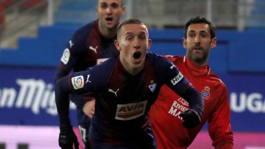 El central manresà Lluís López debuta a Primera amb una derrota a Eibar