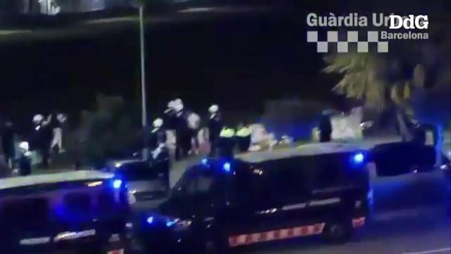 La policia desallotja una festa il·legal amb 200 persones a la Zona Franca de Barcelona