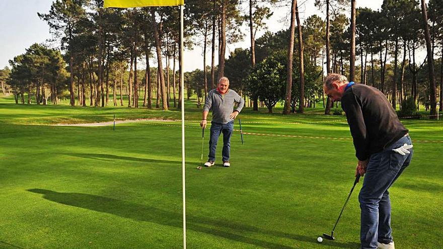 El patronato del campo de golf de Meis aprueba un presupuesto de 754.000 euros