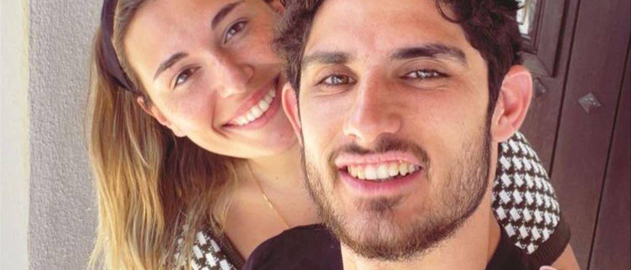 Gonçalo Guedes y su novia en Ibiza, pese al cierre perimetral