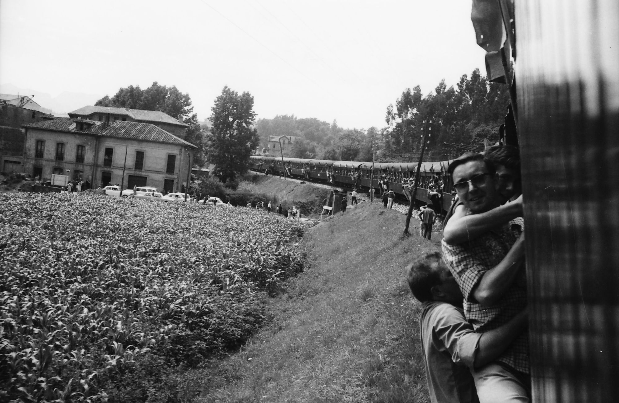El tren fluvial. Arriondas / Les Arriondes (Parres), 1971.