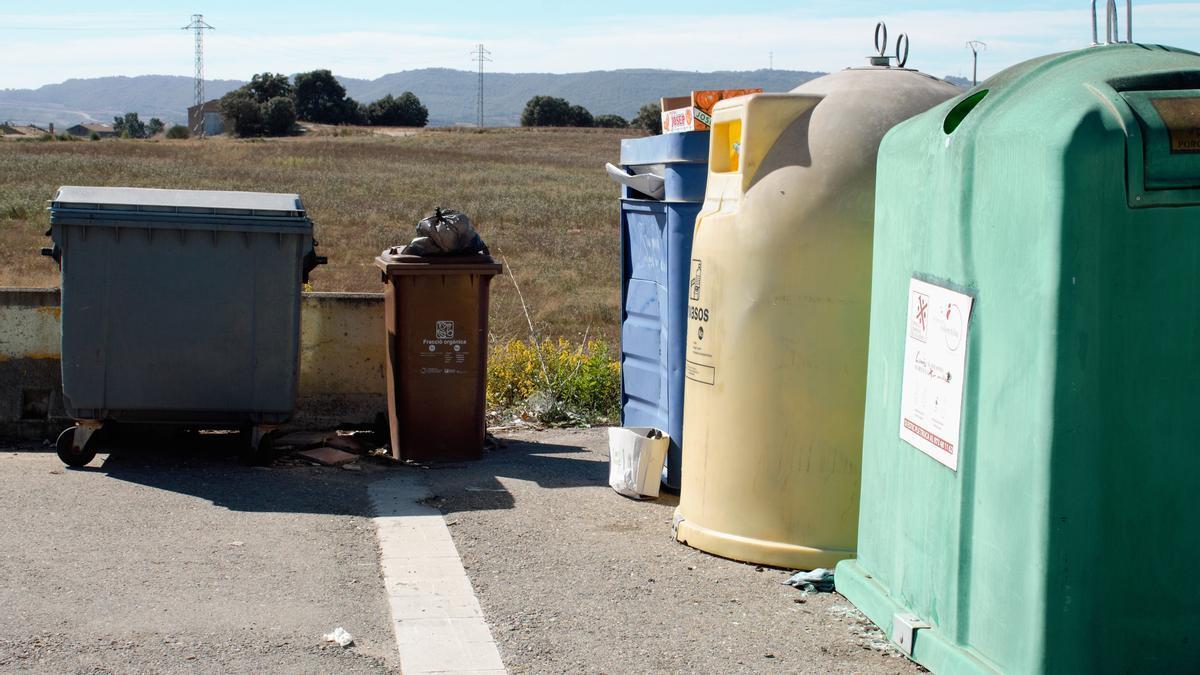 Imatge d'arxiu de contenidors a la zona de la partida de Santa Llúcia (Solsona)