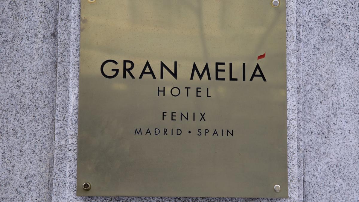 Cartel de uno de los hoteles de la cadena Meliá Hotels ubicado en el centro de la capital. En Madrid, (España)