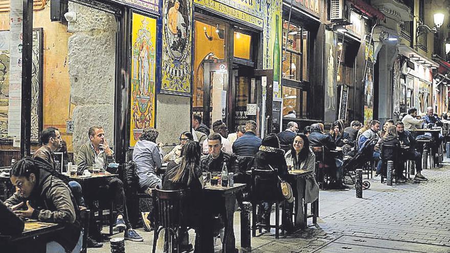 Desde el siglo XX | España en situación límite: ganas de juerga  y terrazas llenas