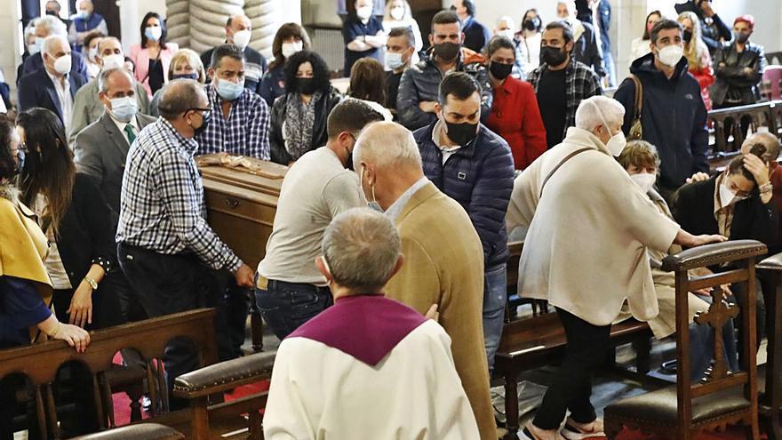 Acevedo recibe en  su sepelio en Gijón muestras de cariño llegadas desde Lalín