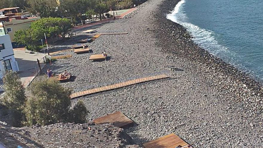 Soláriums y pasarelas mejoran las playas del municipio