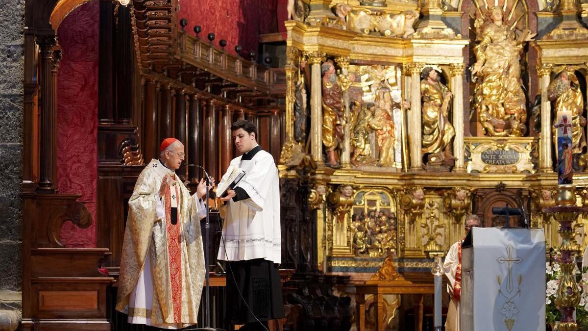 El arzobispo de Valladolid, Ricardo Blázquez, oficia a puerta cerrada la eucaristía del Domingo de Resurrección.