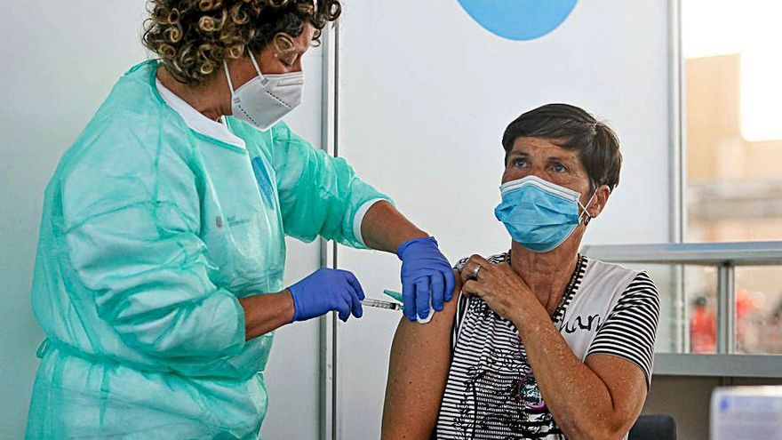 El ritmo de vacunación empieza a reducirse en Ibiza y Formentera
