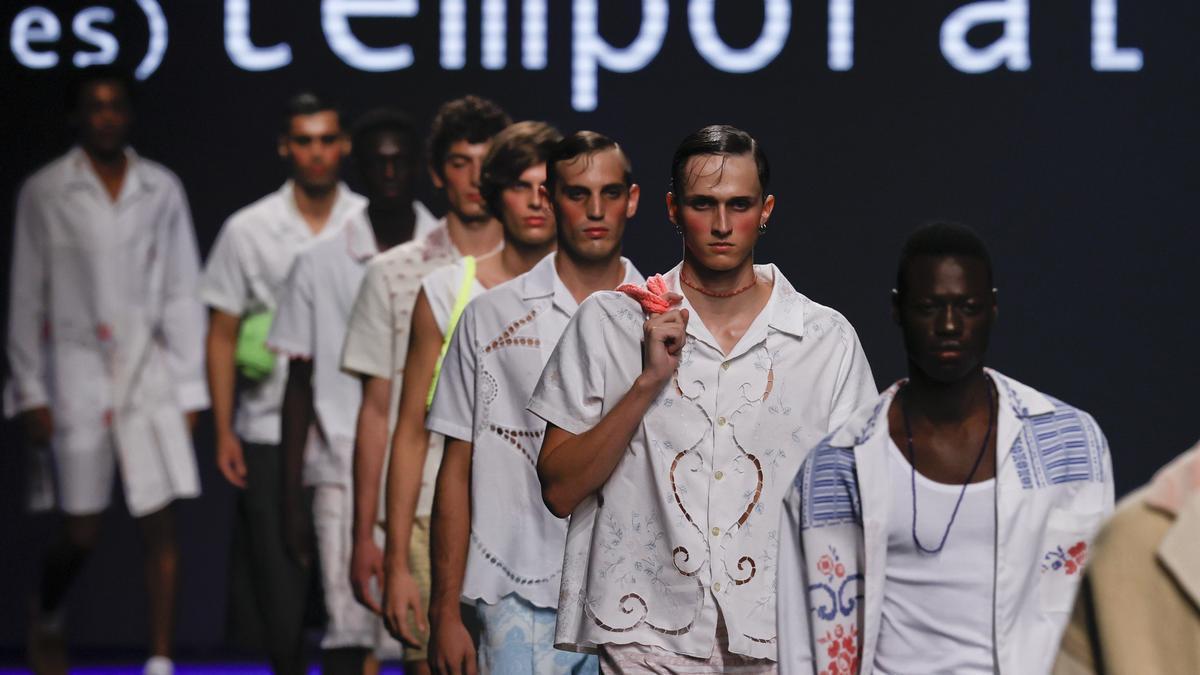 """El prêt-à-porter ha muerto, diseños únicos para una """"moda de comunidad""""."""