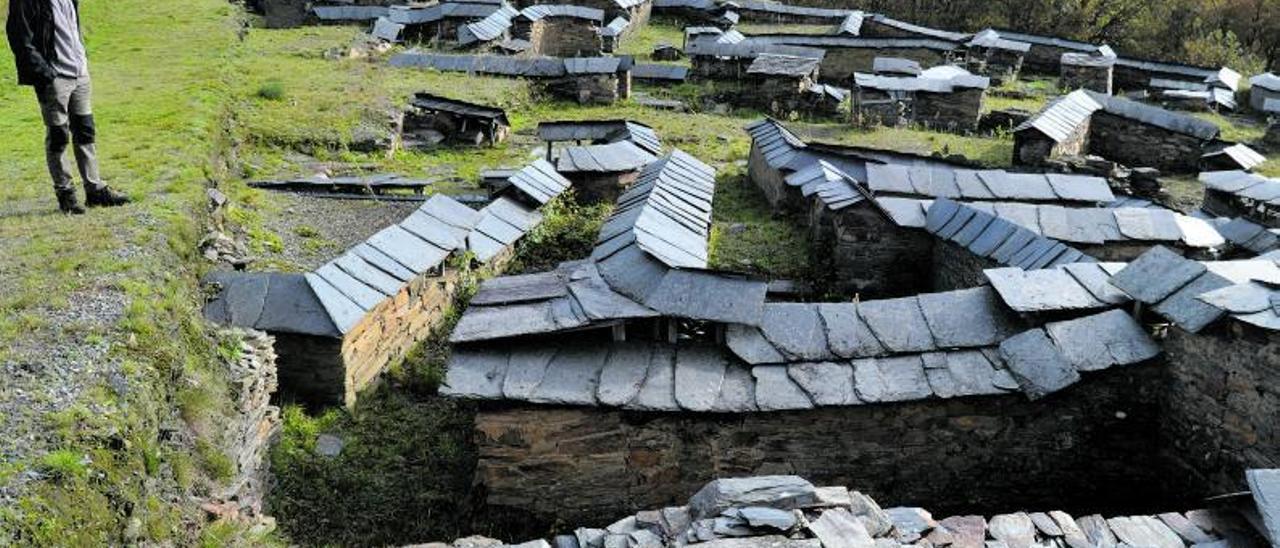 El poblado romano del Chao Samartín, con sus construcciones protegidas con pizarras.