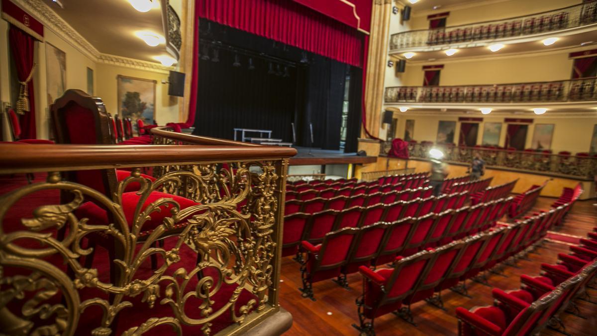 Teatro Leal, lugar en el que se reúnen los alcaldes de Tenerife para adoptar medidas contra la Covid-19.