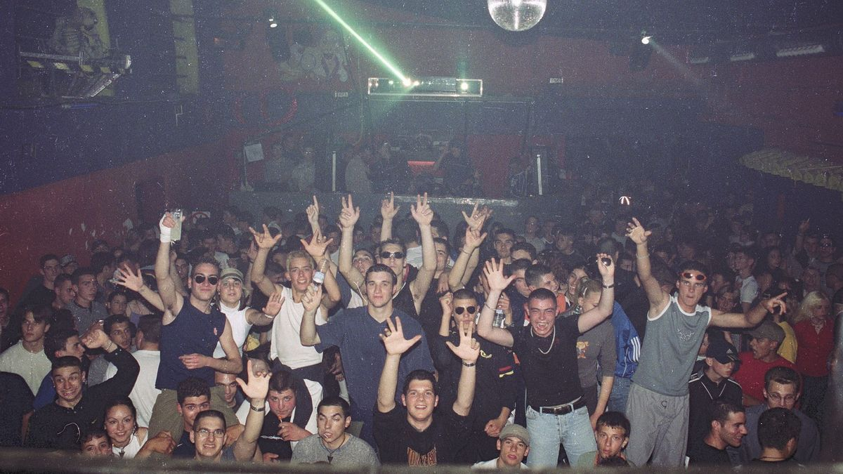 Imagen de archivo de una multitudinaria sesión en Masía, en el 2001.