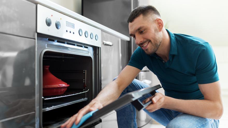El jabón de toda la vida que arrasa en ventas para limpiar la campana de la cocina y el horno en segundos