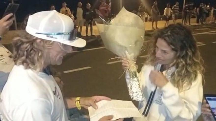 Pedida de mano a la madre de sus tres hijos al completar el Ironman de Lanzarote