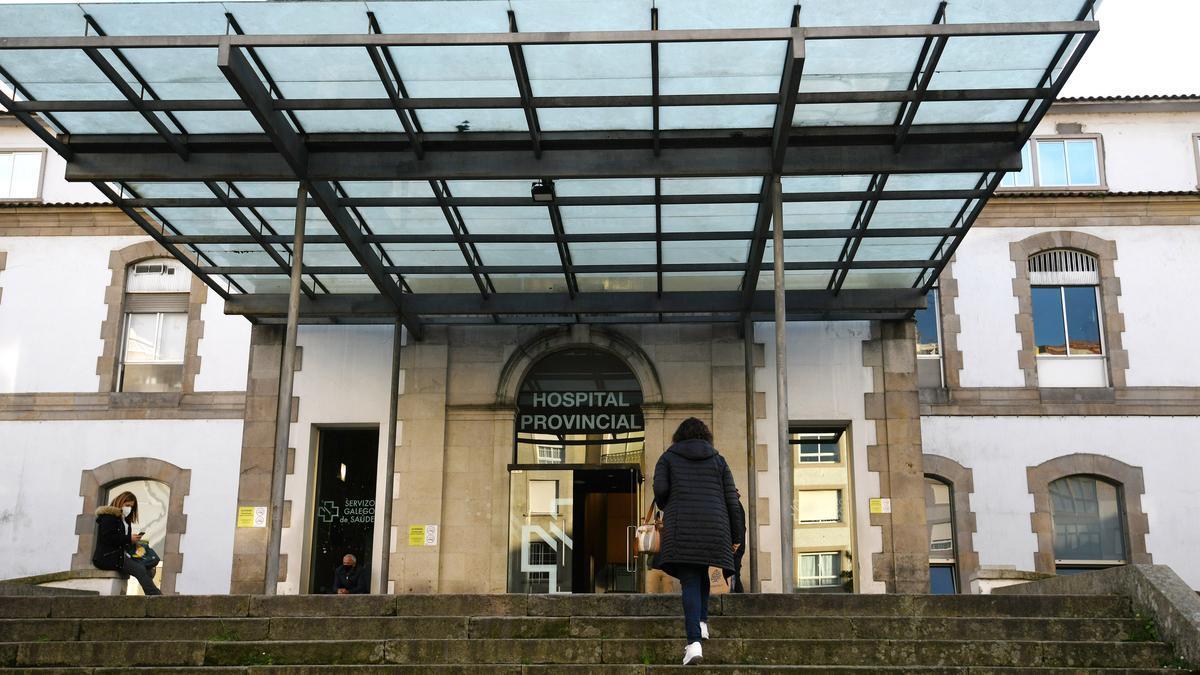 La entrada principal del Hospital Provincial de Pontevedra.