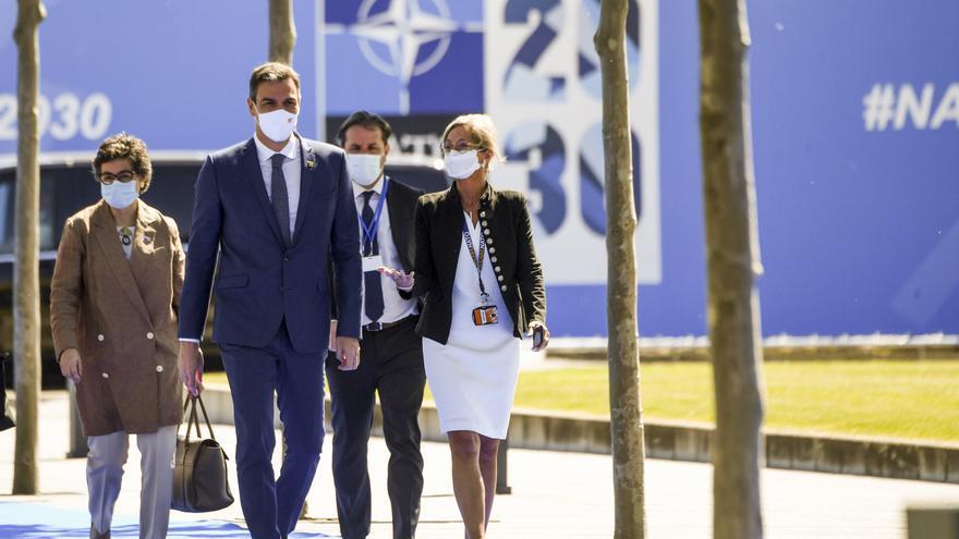 """Laya asegura que Sánchez y Biden """"tuvieron ocasión de departir"""" durante unos minutos antes de su breve paseo"""