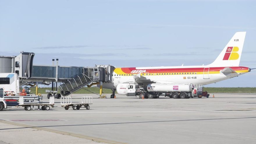 Una tormenta retrasa el vuelo de Barcelona a Asturias hora y media