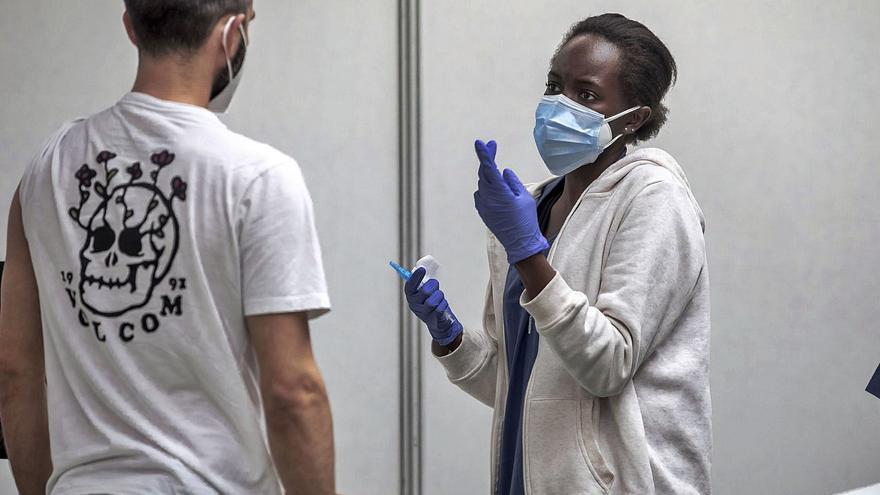 Salud ha vacunado a unos 70 pacientes hospitalizados en las dos últimas semanas