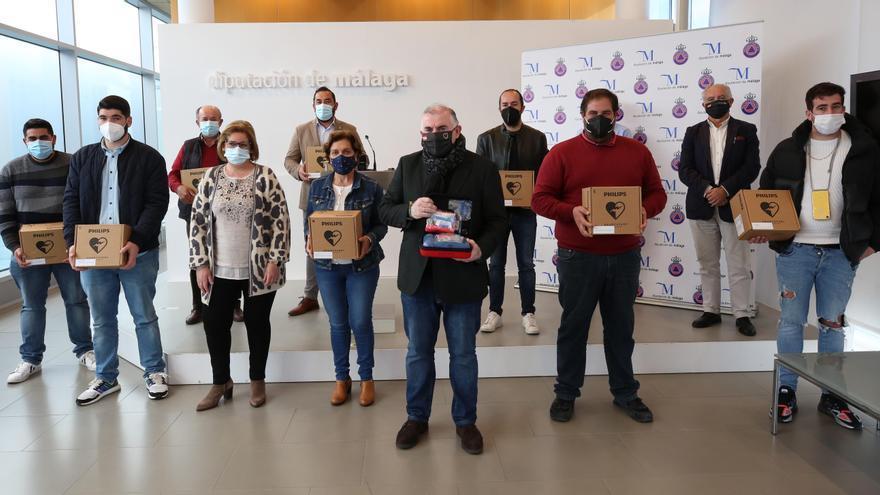 Protección Civil entrega desfibriladores externos automatizados a diez municipios de la provincia de Málaga