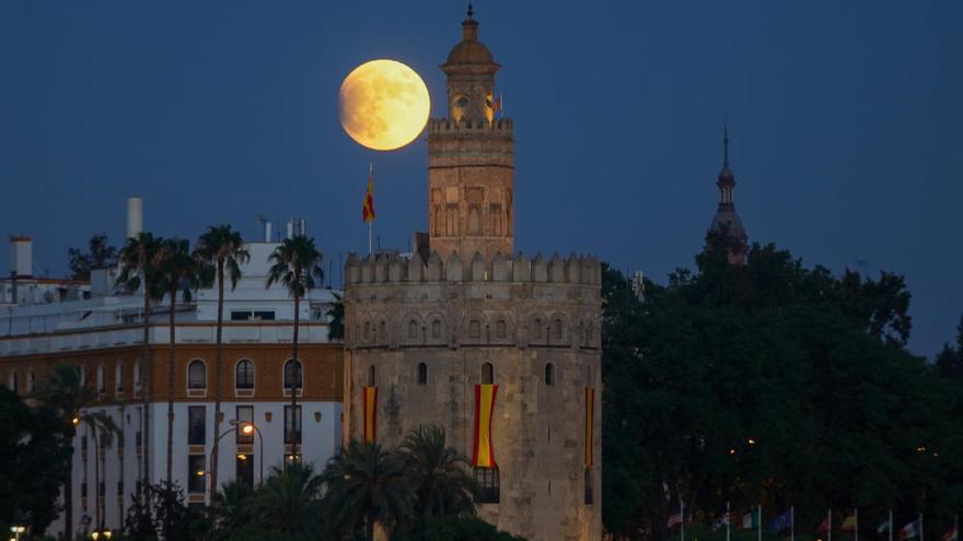 Las espectaculares imágenes que deja el eclipse lunar