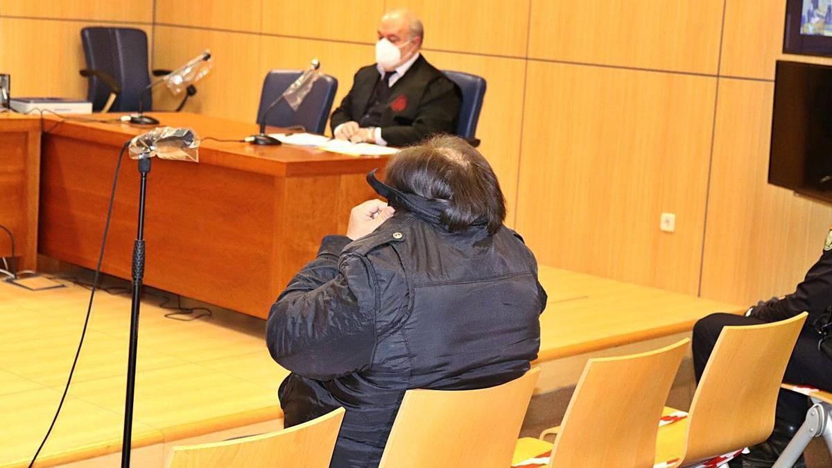 El condenado por violar a una anciana en Alginet en 2009, durante el juicio. | I. CABANES