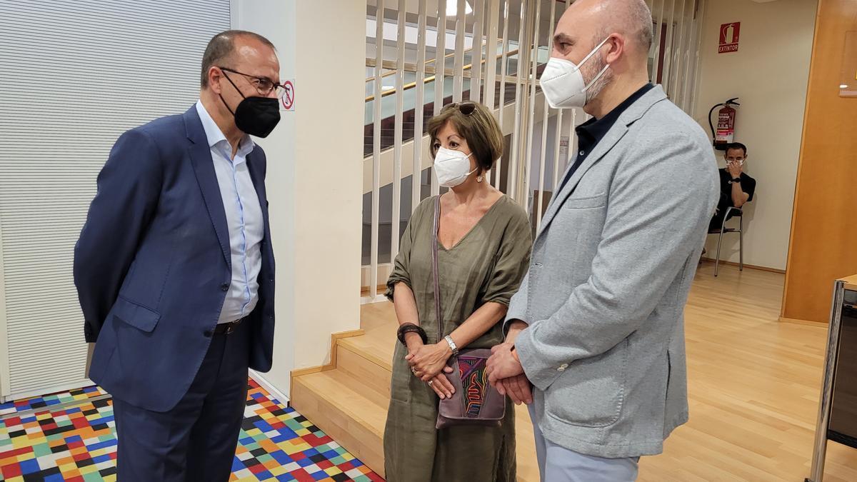 Felipe Faci, Ana Alcolea y Víctor Lucea en la presentación de 'Mis abrazos prohibidos'.