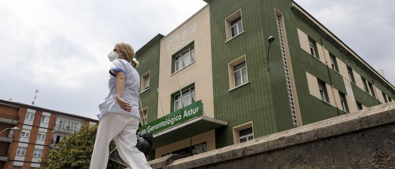 Tres trabajadores de una residencia y uno de un hospital de Gijón elevan los casos a 2.435