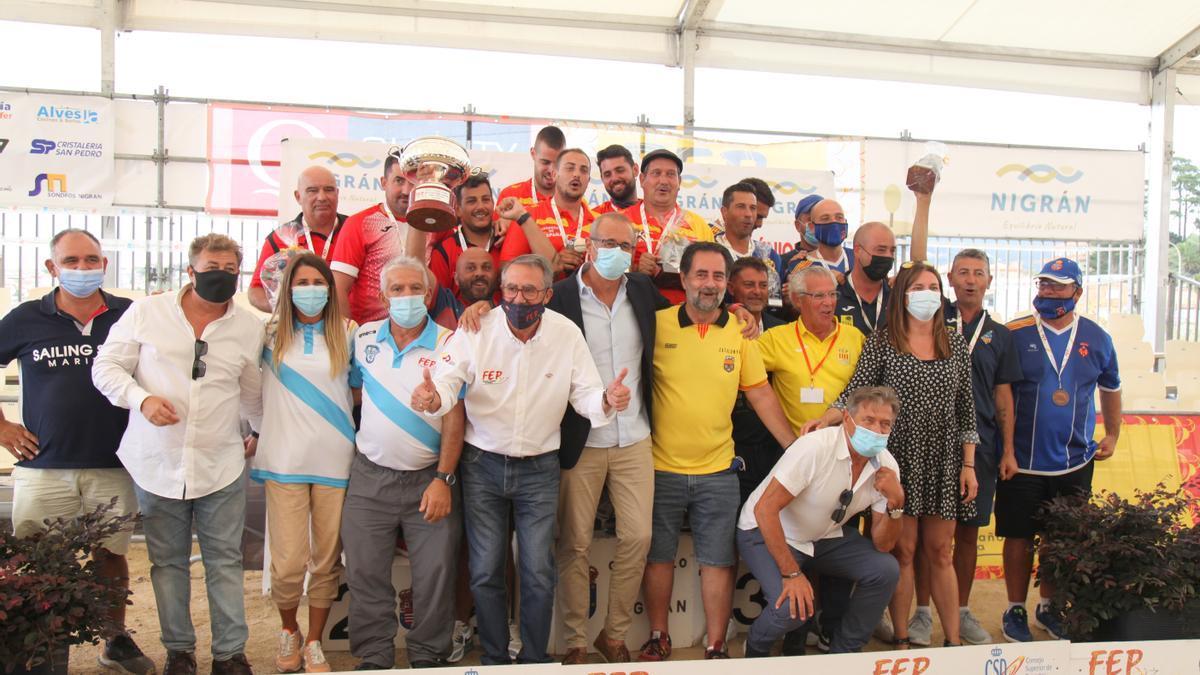 Campións e organizadores, en Nigrán.