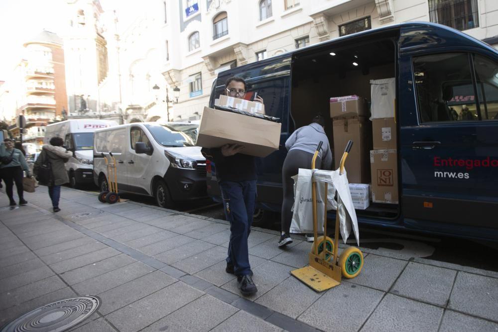 Black Friday 2019: Así se vive el viernes negro como repartidor en Asturias