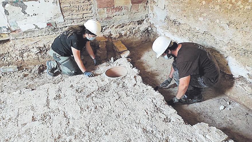 Recuperan una lápida funeraria romana en la alquería Falcó