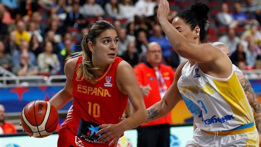 España debuta con una clara victoria sobre Ucrania