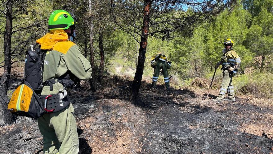 Incendio forestal en la Sierra de Benís, en Cieza