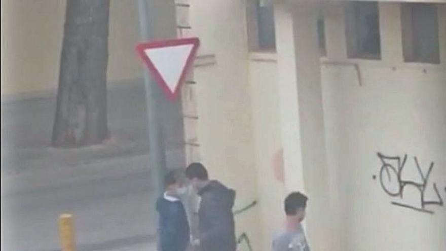 El alcalde espera que el vídeo que delata al autor de las pintadas sea prueba judicial