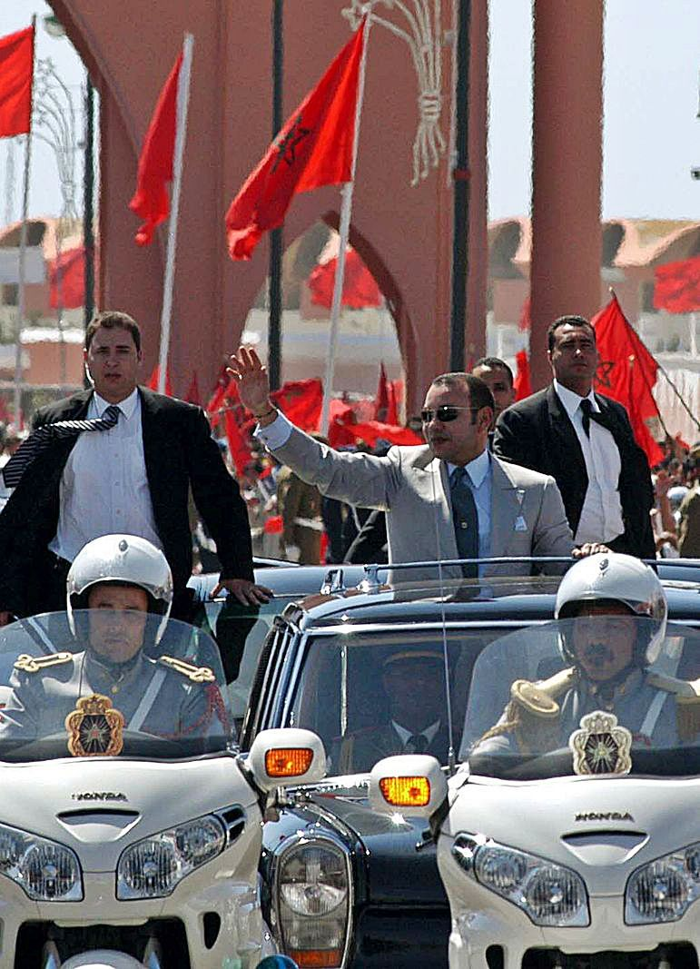 El rey Mohamed VI durante su visita a El Aaiún en 2015. | | LP/DLP