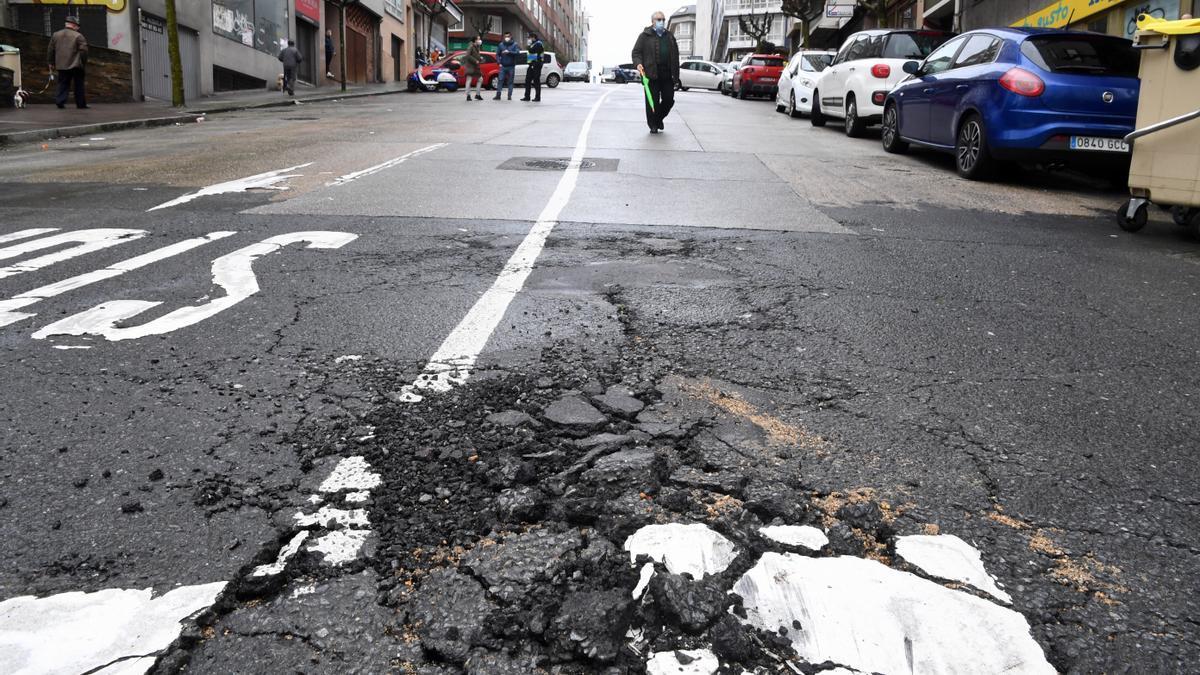 La rotura de una tubería provoca cortes de tráfico en avenida de la Concordia.