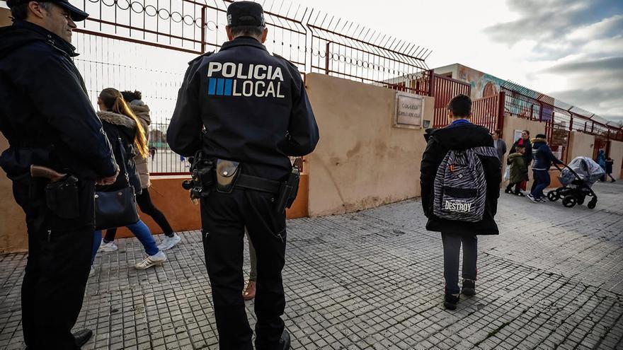 """Policías tutores localizaron a 881 alumnos """"desconectados"""" durante el confinamiento"""