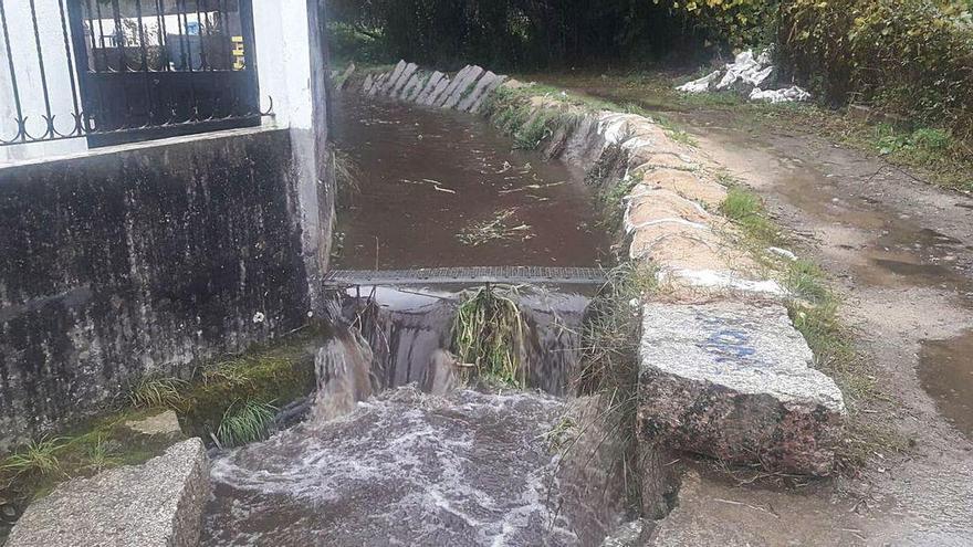 Bueu retoma la limpieza del río Bispo para evitar inundaciones y niega que se desbordase