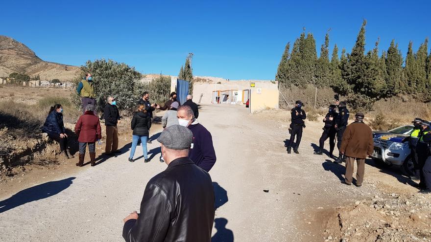 Protesta vecinal ante la planta de tratamiento de residuos de Fontcalent